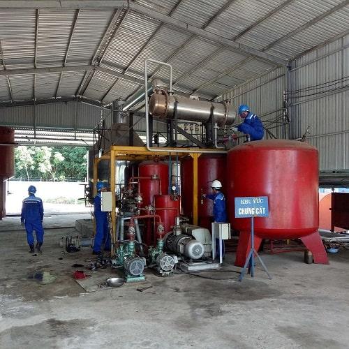 Featured công ty thu mua dầu nhớt thải, tái chế dầu nhớt thải thành dầu gốc SN150, SN500
