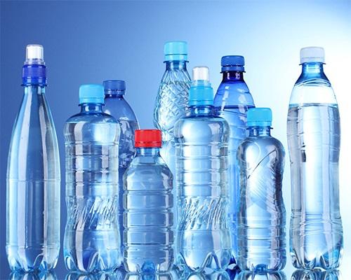Nước uống đóng chai bằng nhựa